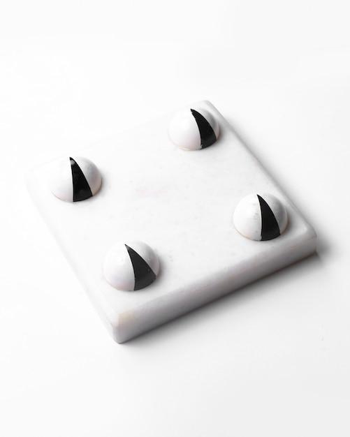 ホワイトチョコレートハロウィーンのキャンディーホワイトの側面図 無料写真