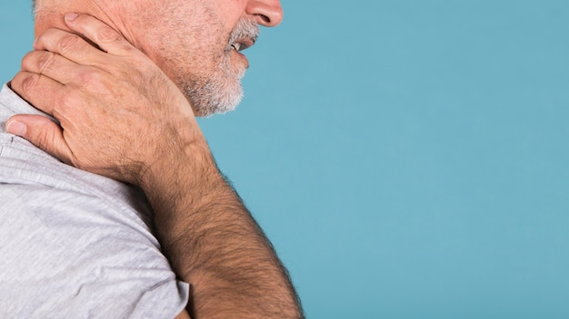 Side view of a senior man suffering from neck pain Free Photo