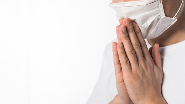 Side view of sick patient with medical mask praying Free Photo