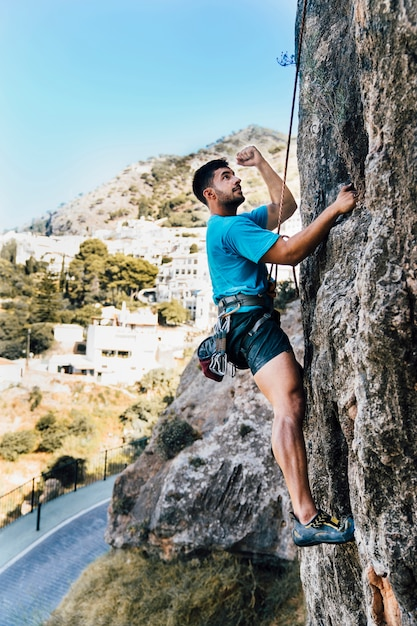 Side view of sporty man climbing Free Photo