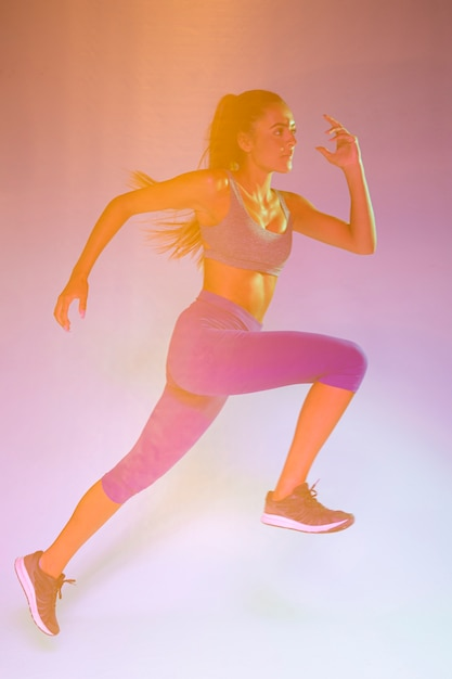Side view of woman running Free Photo