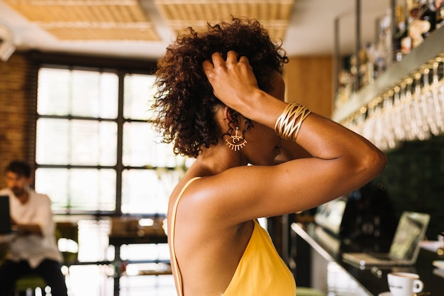 Side view of woman standing near the bar counter Free Photo