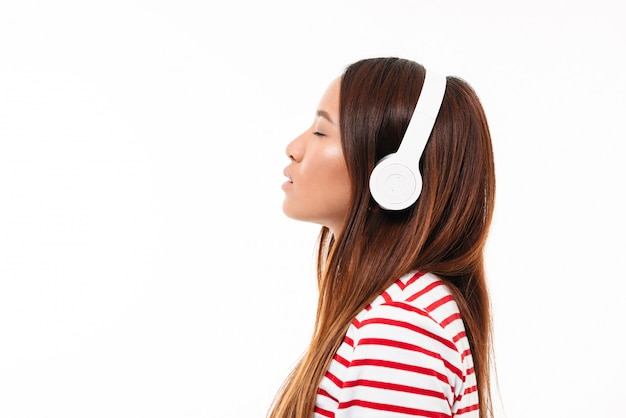 Side view of a young asian girl in headphones Free Photo