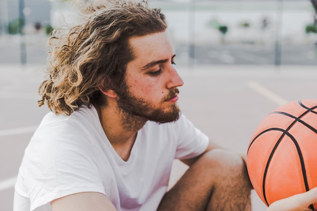 Side view of a young man with basketball Free Photo