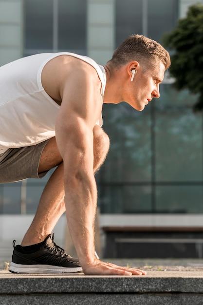 Sideways athletic man training outside Free Photo