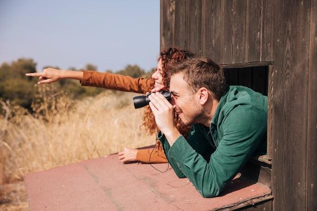 Боком пара наблюдение за птицами Бесплатные Фотографии