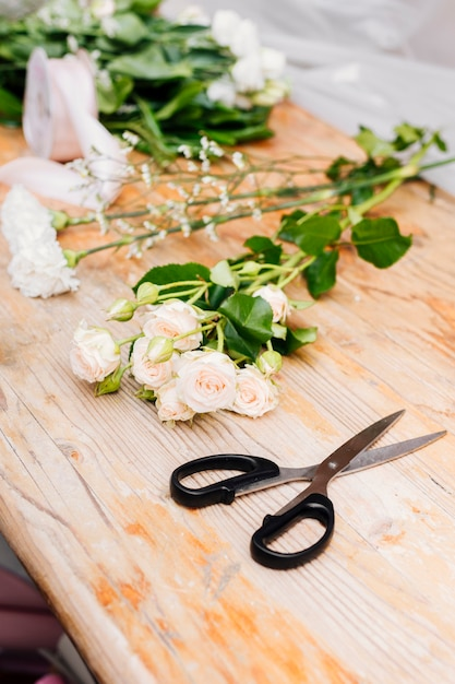 Sideways flowers on the table Free Photo