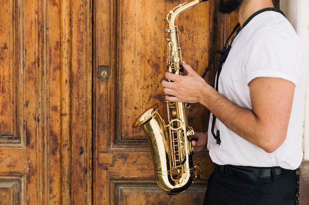 Sideways musician playing the saxophone Free Photo