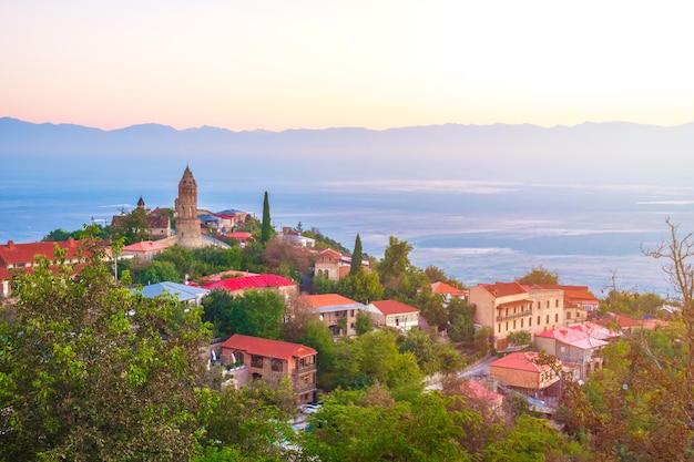 Сигнаги или город сигнаги в регионе кахети в грузии, восход солнца в сигнахи. Premium Фотографии