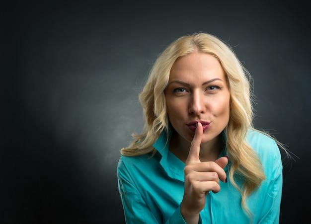 沈黙の手のサイン Premium写真