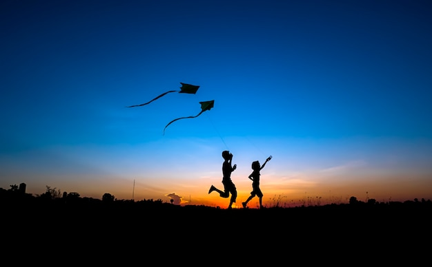Silhouette of the boy and the girl Premium Photo