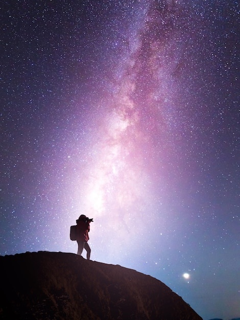 Silhouette of a camera girl who shooting a milky way Premium Photo