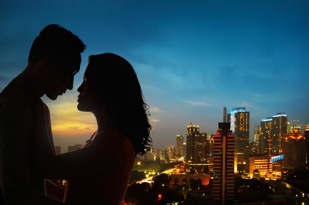 Silhouette of couple on the rooftop Premium Photo