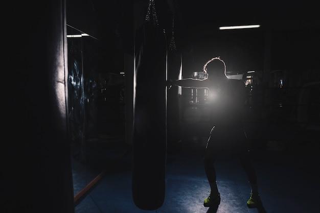 Silhouette of man boxing Premium Photo