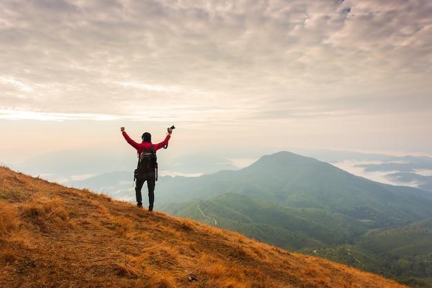 hiking adalah