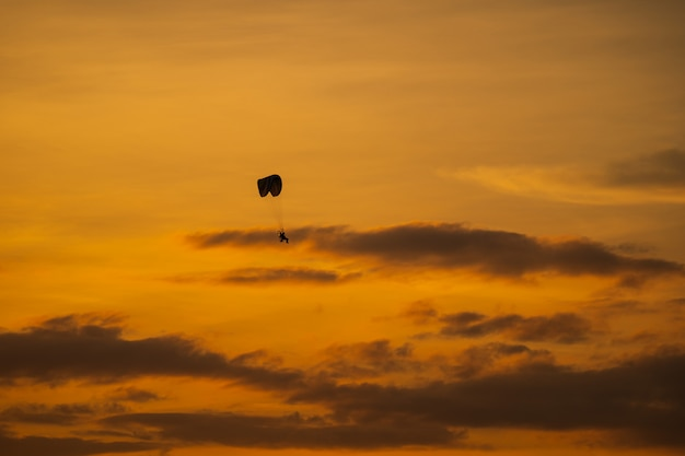 The silhouette of the paramotor at sunset Premium Photo