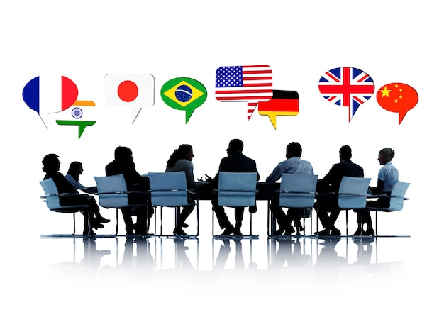 Silhouette di persone in una riunione che parlano di diversi paesi Foto Gratuite