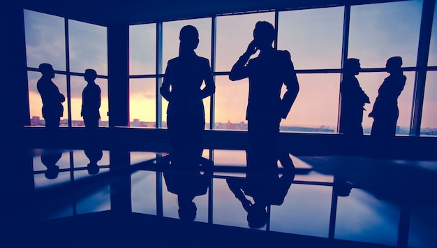 Silhouettes of businesspeople at the office Free Photo