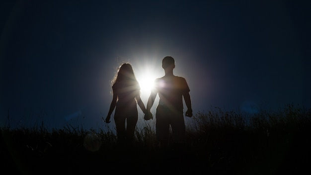 Sillhouette пара любви Premium Фотографии