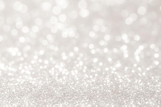 Серебристые и белые боке огни расфокусированы. абстрактный фон Premium Фотографии