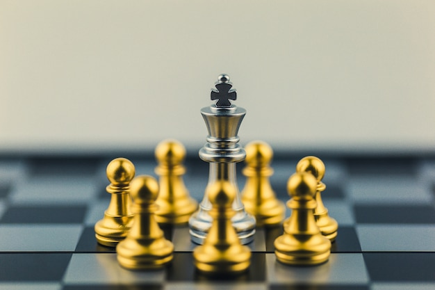 Silver king in chess,business victory or decision the path to success. Premium Photo