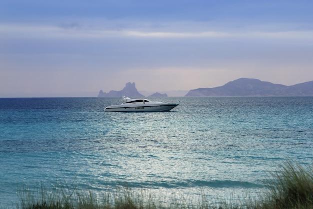 Silver turquoise illetes formentera sea sunset Premium Photo