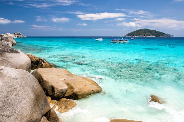 Симиланские острова, андаманское море, таиланд Premium Фотографии