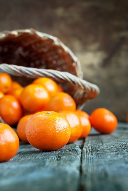 Simple composition with basket and tangerines Premium Photo