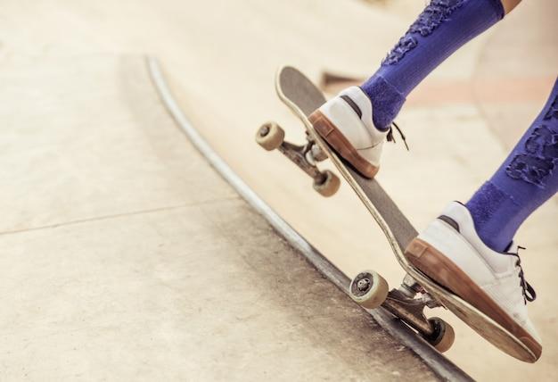 Конькобежец мальчик крупным планом Premium Фотографии