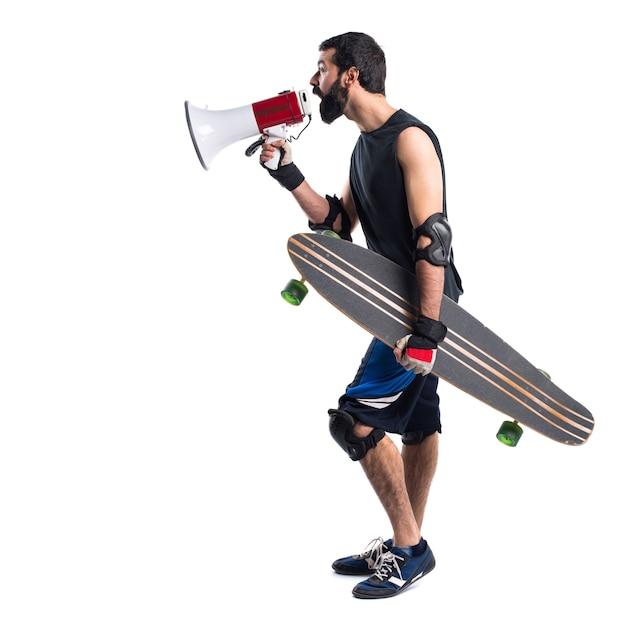 スケーターはメガホンで叫ぶ 無料写真