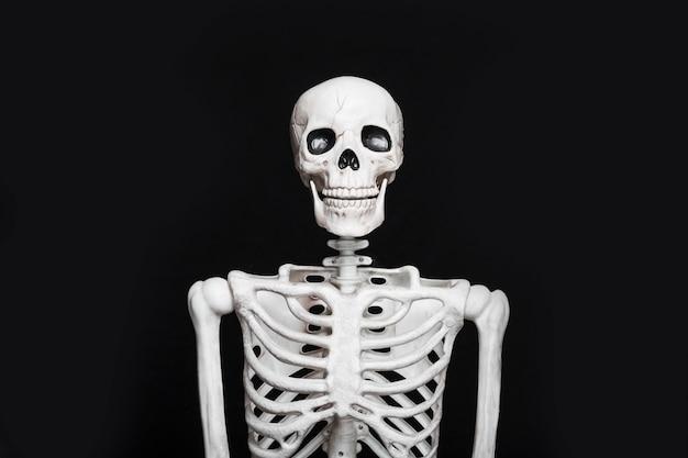 Skeleton standing in darkness Premium Photo