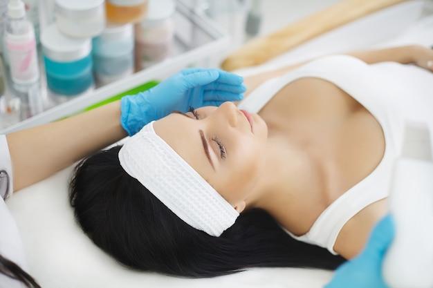 Skin care. phonophoresis procedure for a beautiful woman. Premium Photo