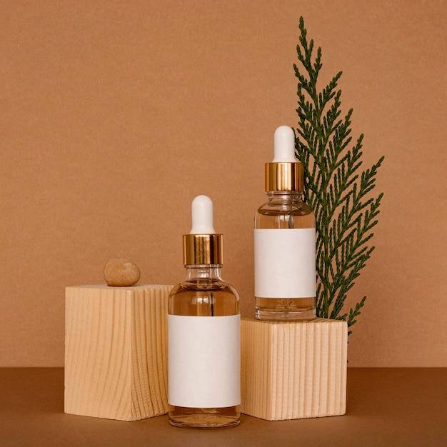 Assortimento di contagocce per olio per la pelle con pezzi di legno Foto Gratuite
