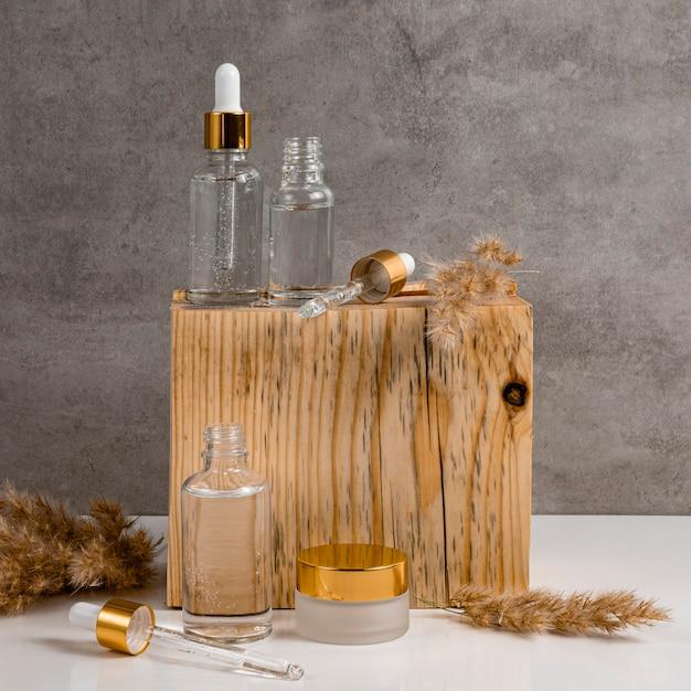 Contagocce per olio per la pelle e destinatari di crema per il viso Foto Gratuite