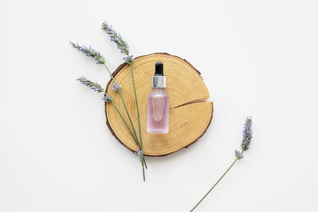Skin oil and flowers flat lay Premium Photo