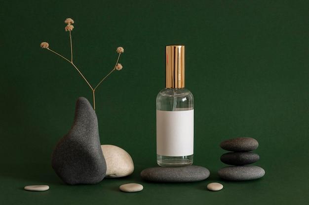 회색과 베이지 색 돌로 피부 제품 배열 프리미엄 사진