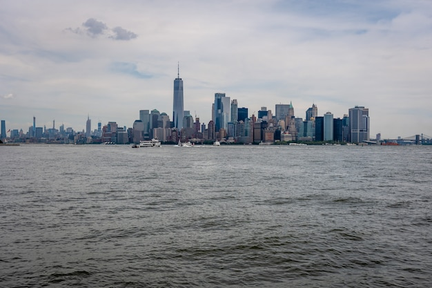 Skyline and modern office buildings of midtown manhattan viewed from across the hudson river. Premium Photo