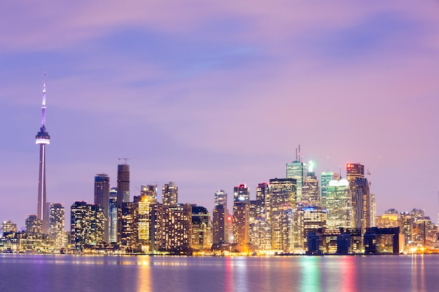 Торонто skyline в сумерках Premium Фотографии