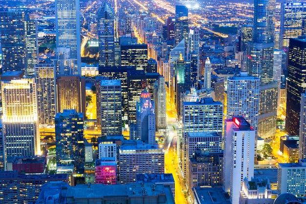 高層ビル、夜景 Premium写真