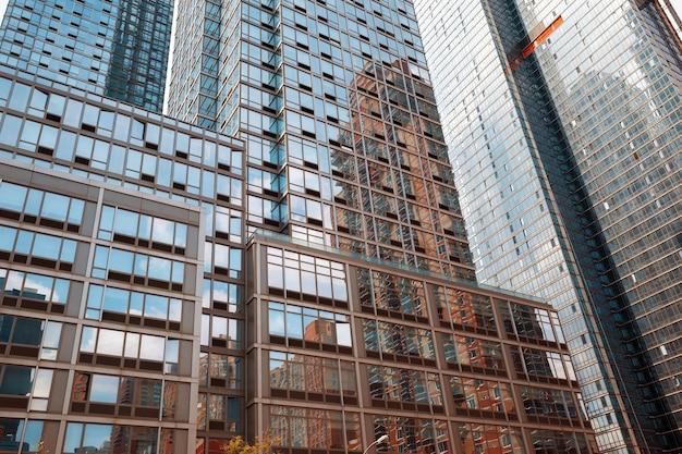 高層ビルやマンハッタンの建物。マンハッタンとニューヨーク市の建築 Premium写真
