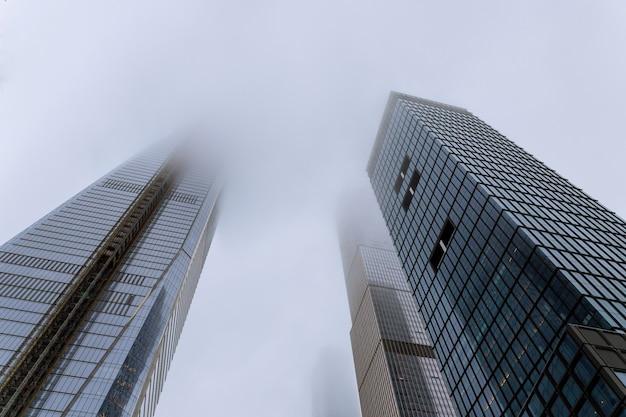 Skyscrapers in the fog in new york, usa Premium Photo