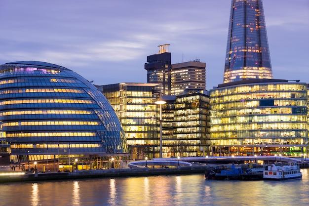 Skyscrapper office business building london Premium Photo