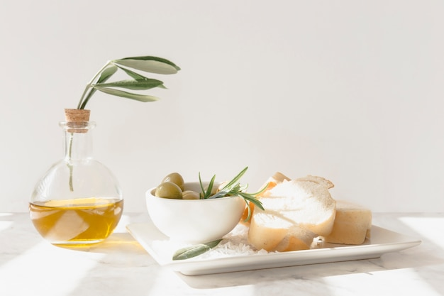 Slice of bread with olives, rosemary and oil Free Photo