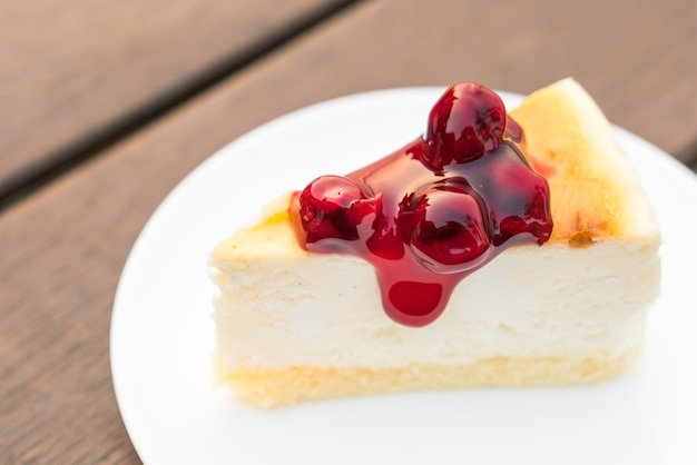 Slice of new york cheesecake Free Photo