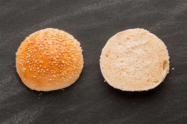 Sliced bun with sesame seeds Free Photo