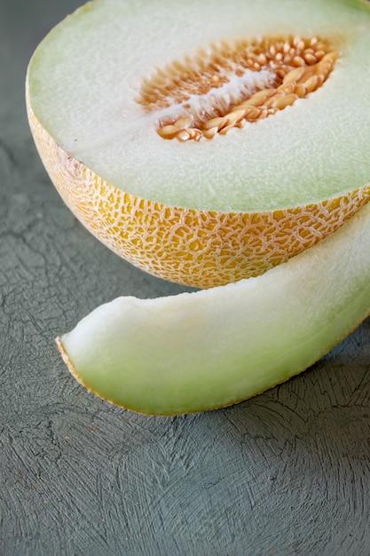 Sliced cantaloupe melone Premium Photo