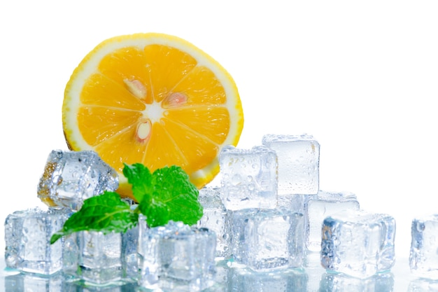 Sliced fresh orange in ice cube  and mint leaf Premium Photo