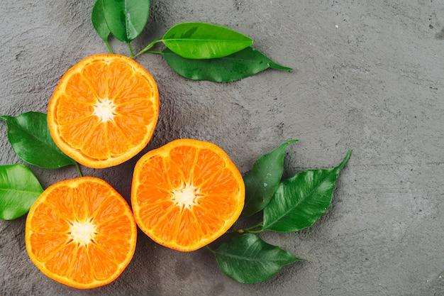 Sliced into pieces juicy ripe oranges close up Premium Photo