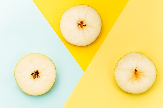 Sliced pear on colored background Free Photo