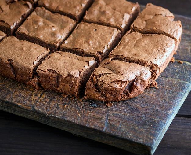 Sliced square pieces of chocolate cake Premium Photo